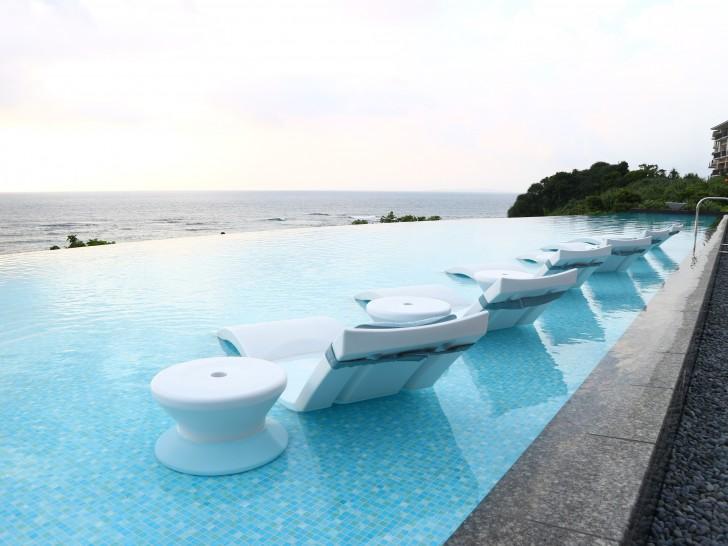 沖縄 プール ハレクラニ